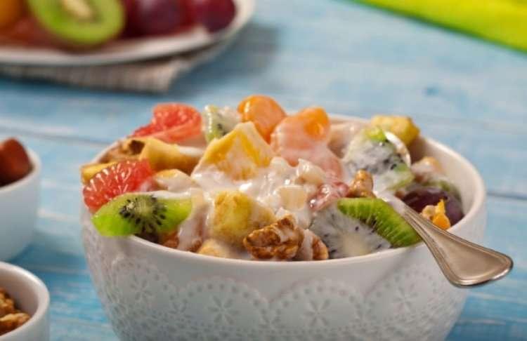 Огромный фруктовый салат на Ту би-Шват