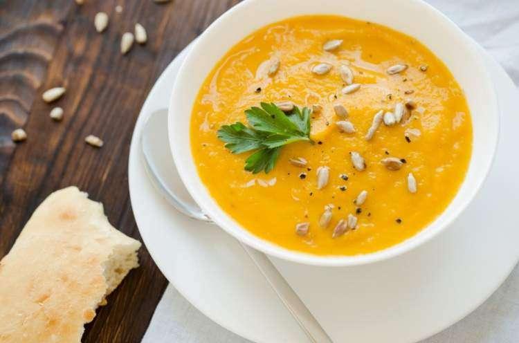 Оранжевый суп с семечками на Шаббат