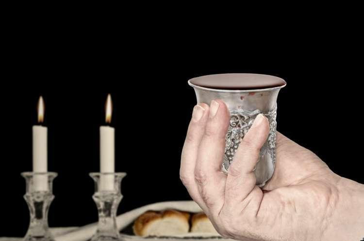 Кидуш Лейл Шабат - Благословение в пятницу вечером: Текст на иврите, перевод на русский и транслитерация