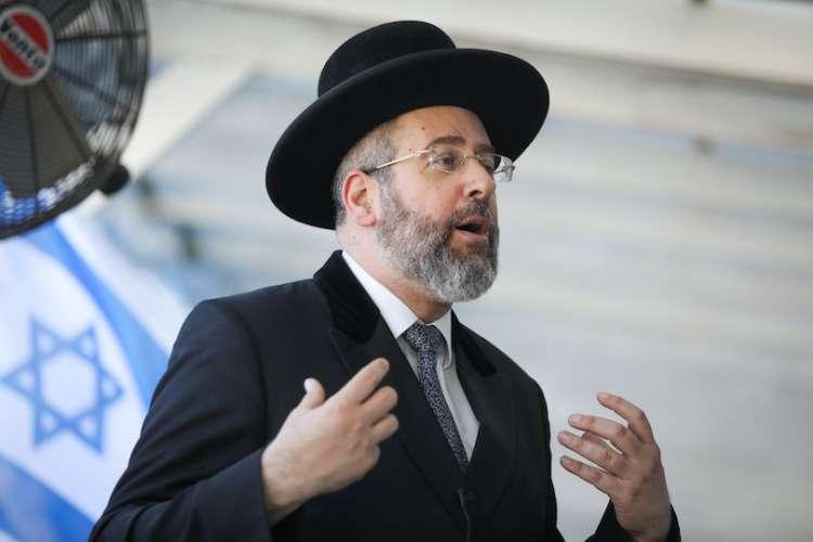Главный раввин Израиля - При опасности заразиться короновирусом - не следует целовать мезузы